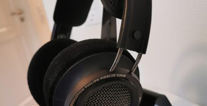 Philips Fidelio X2HR hovedtelefon på stander