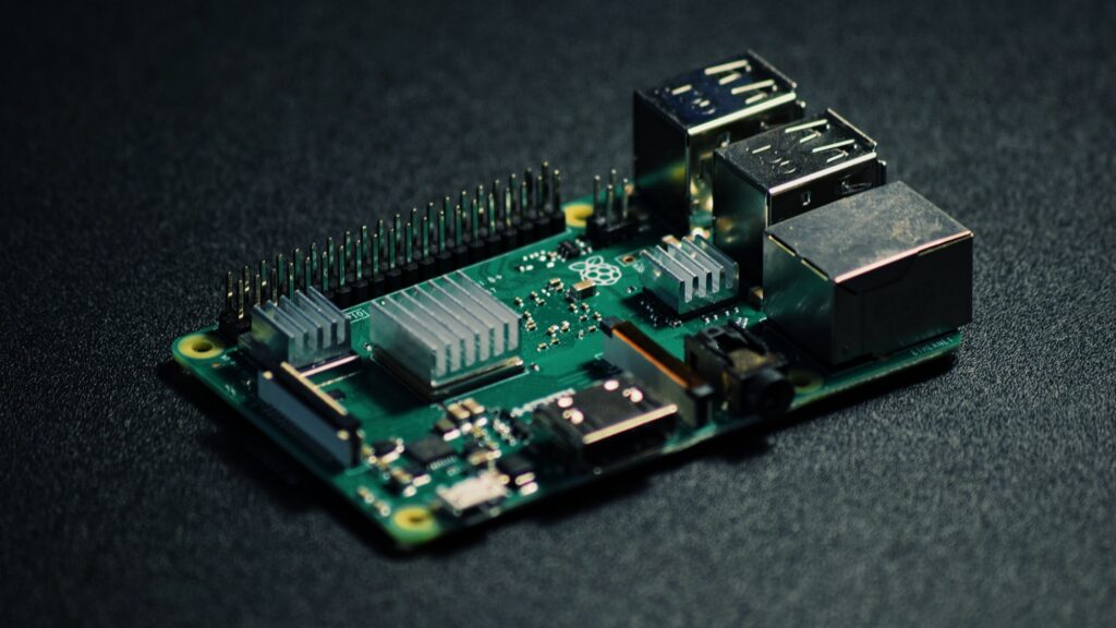 Raspberry Pi 4 mini PC, den ligner bare en printplade.