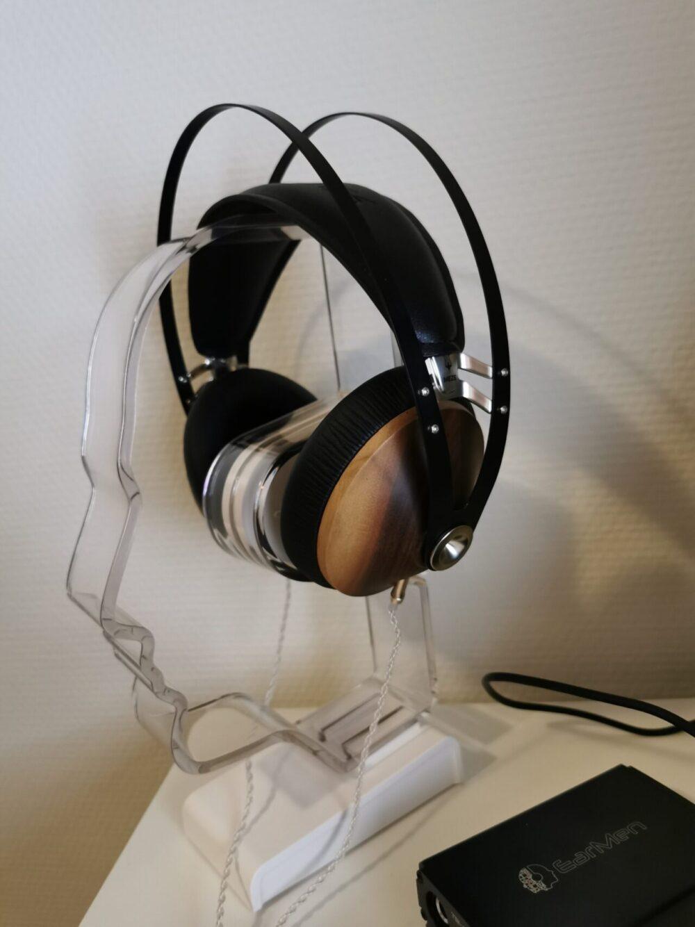 Meze 99 Classics på hovedtelefon stander