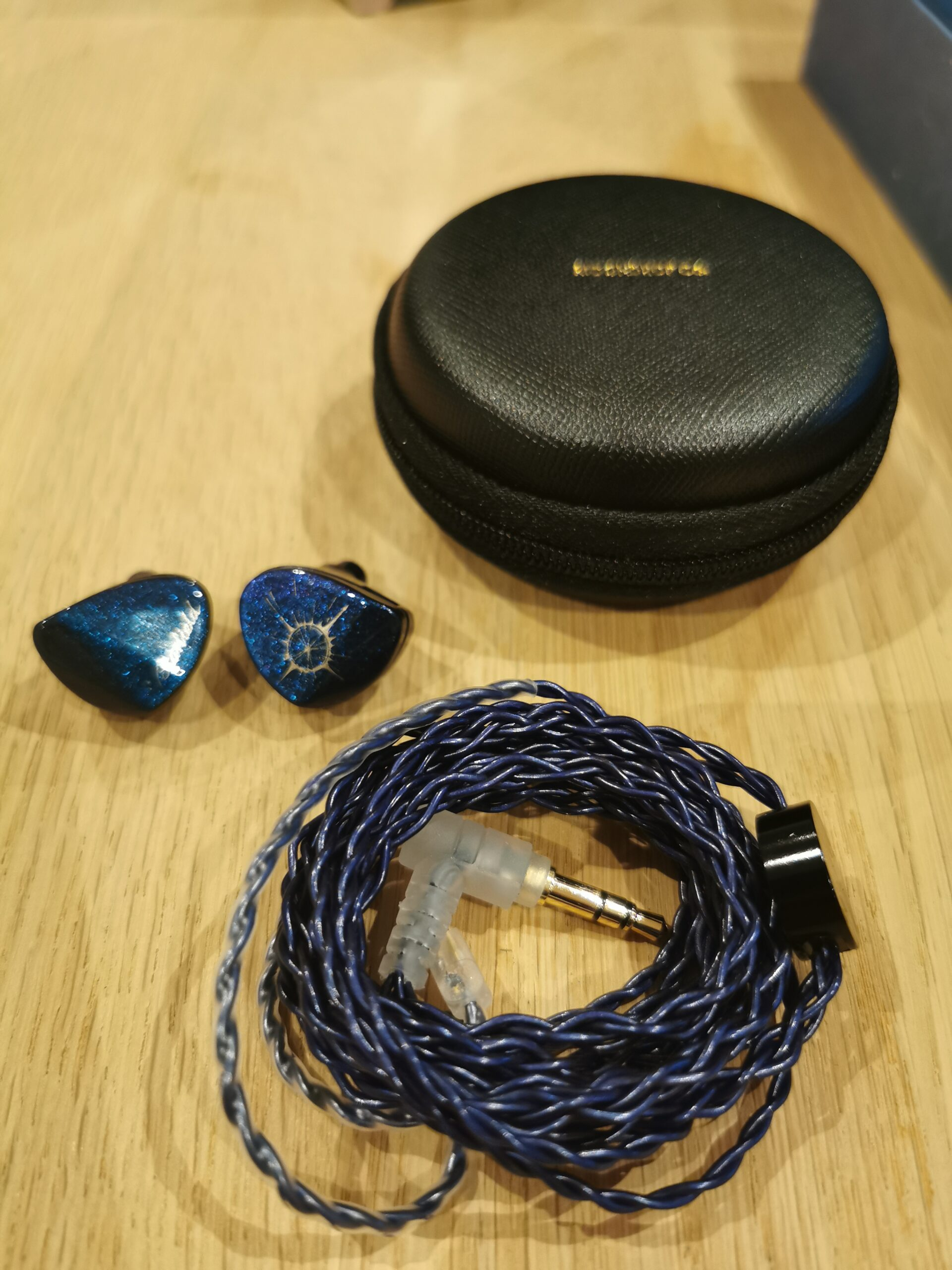 Moondrop Starfield in ear høretelefoner, kabel og etui